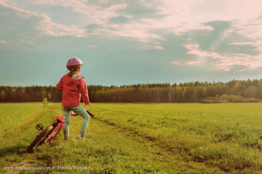 Czas na rower - fotografia dziecięca w plenerze