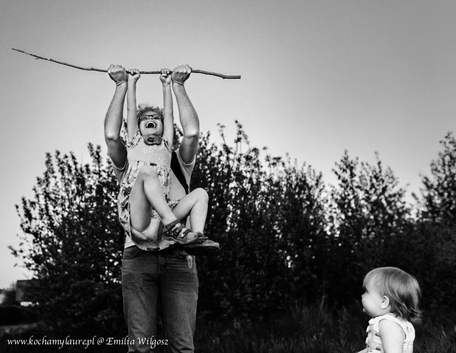 Ojciec, córki i badyl - childhood