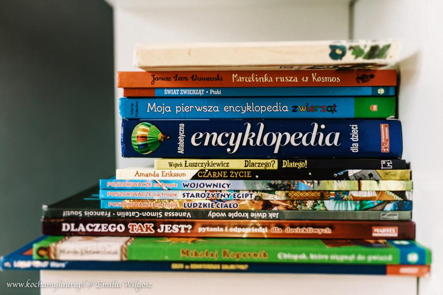 Książki w pokoju Laury