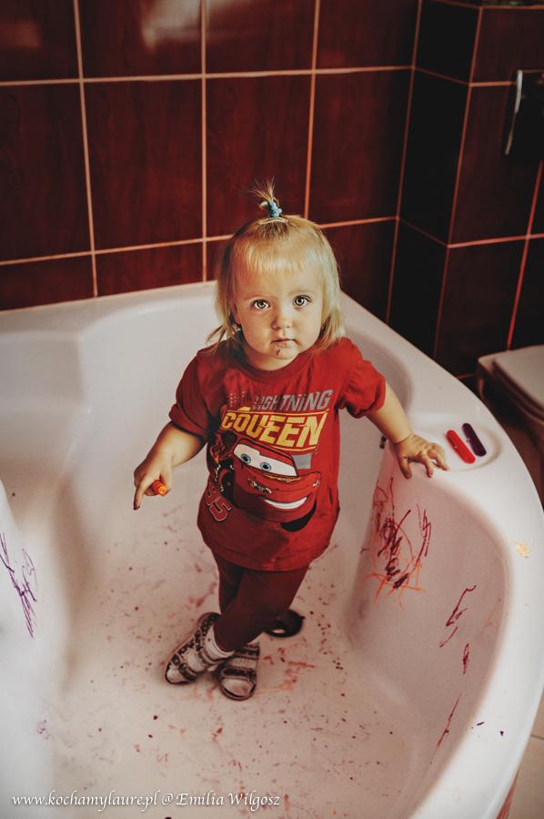 Malowanie w wannie - fotografia dziecięca