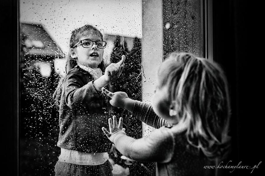 Dzieci w deszczu