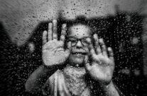 Dłonie i krople deszczu – Listopad 2017