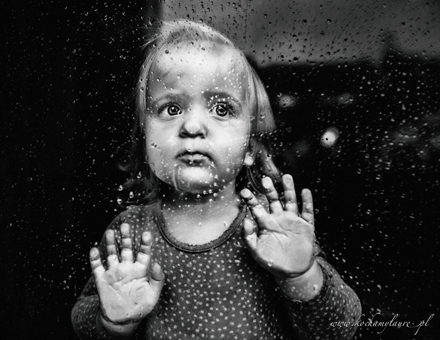 Melancholia w deszczu - fotografia dziecięca