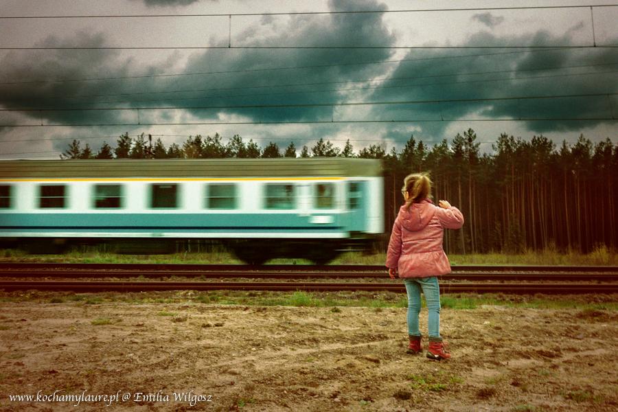 Pożegnanie - dziecko, pociąg, ruch