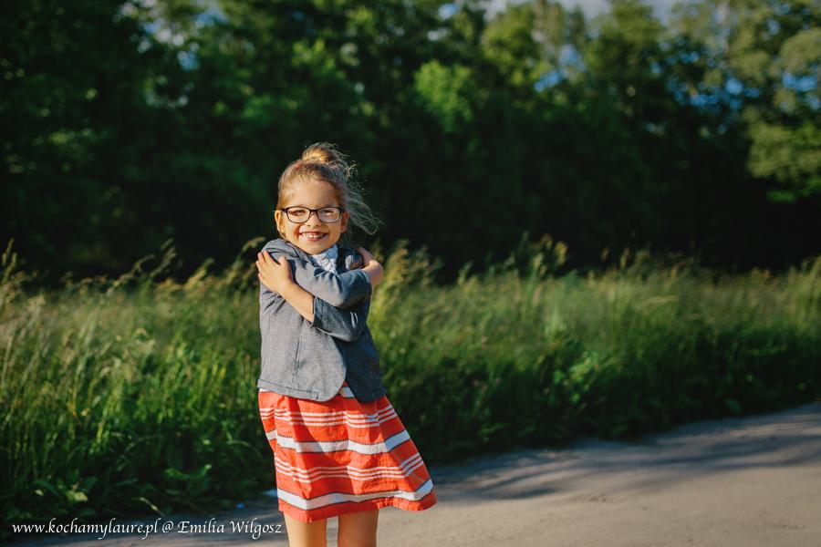Laura w ciepły dzień - fotografia dziecięca