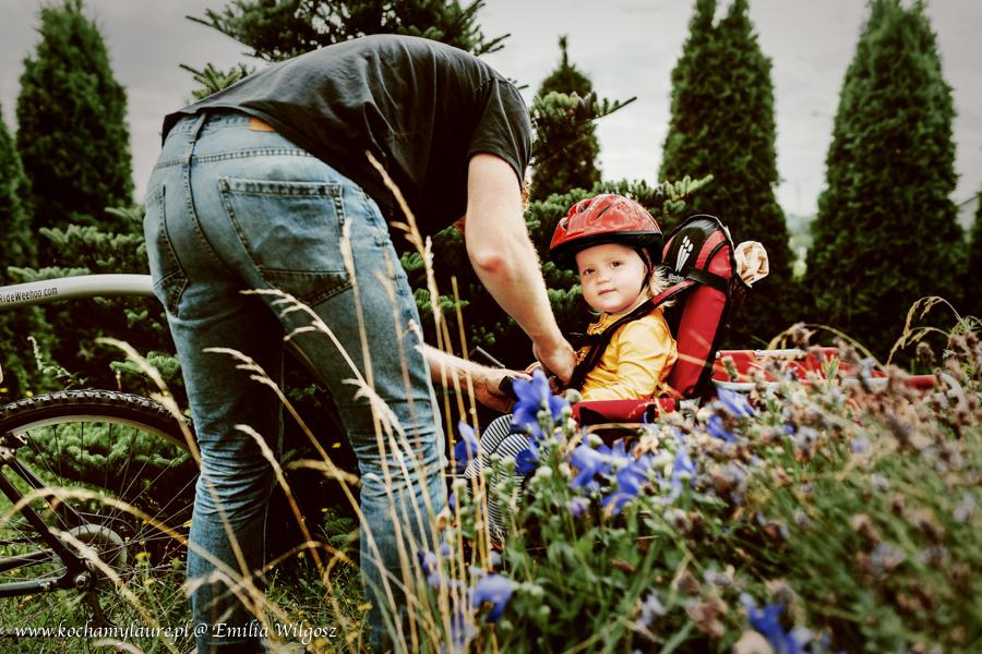 Dziecko na przyczepce rowerowej