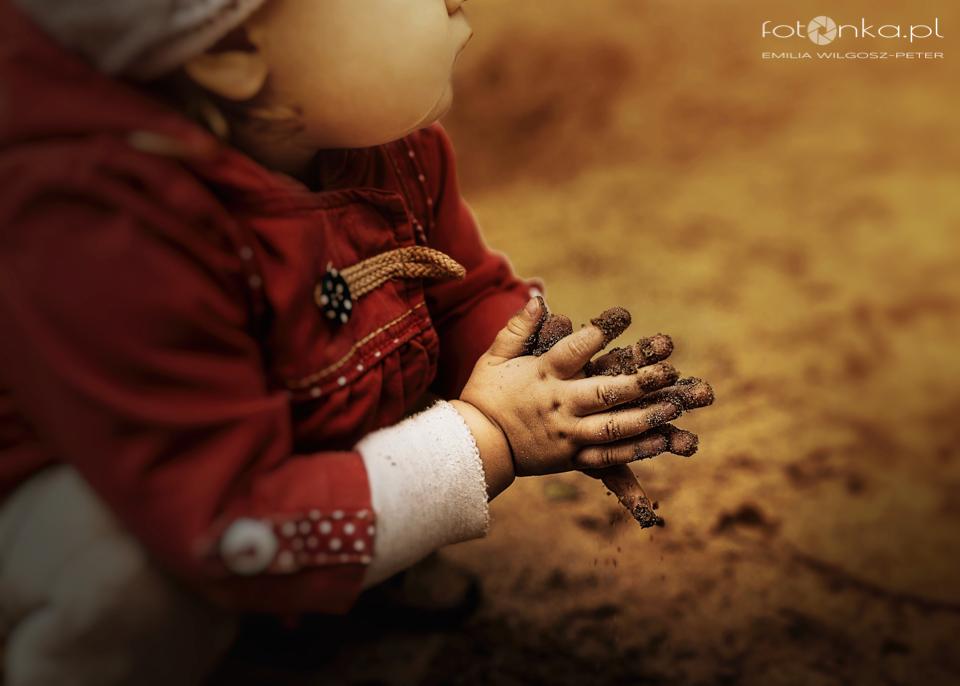 Brudne rączki - zdjęcia dzieci