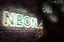 Neon – Październik 2018